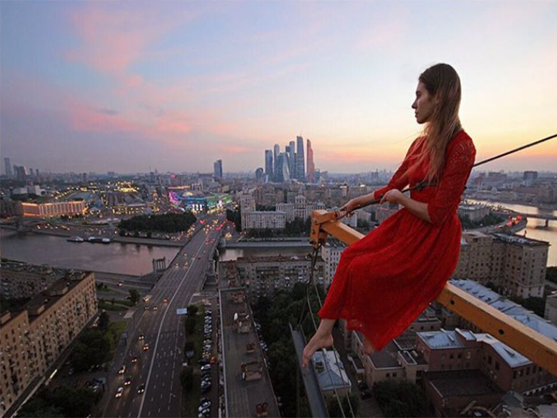 آنجلا نیکولاوا، زنی که خطرناک ترین سلفی های جهان را می گیرد