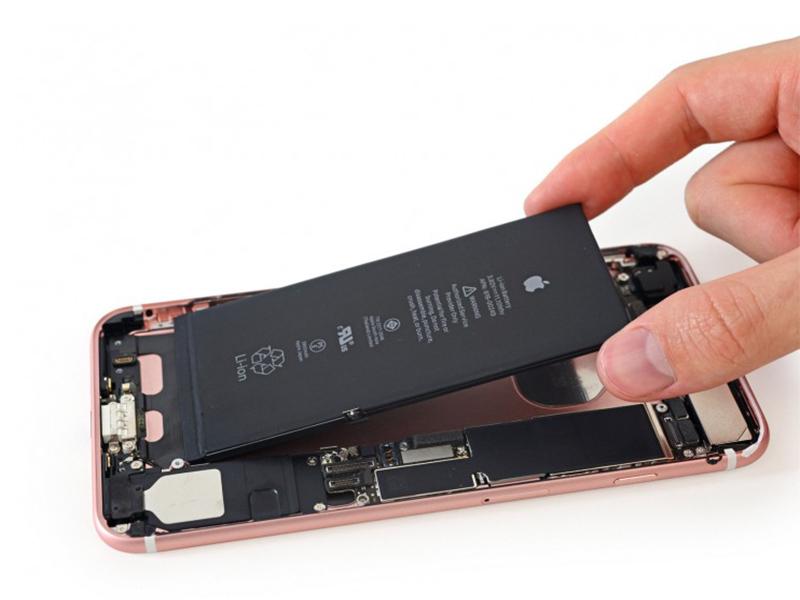 تنها یکی از اسپیکر های استریو iPhone 7 Plus کار می کند