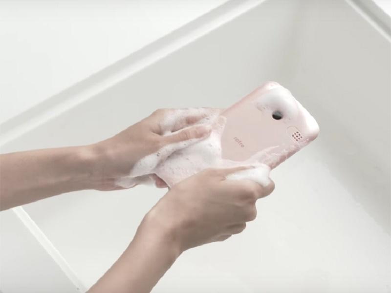 Kyocera و عرضه دومین گوشی قابل شستشوی جهان