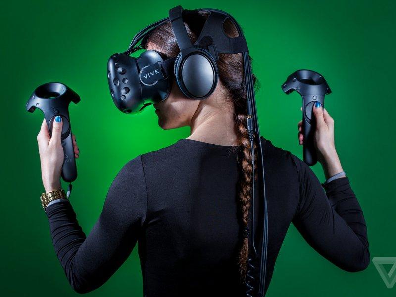 تولید هدست VR وایرلس با همکاری HTC  و intel