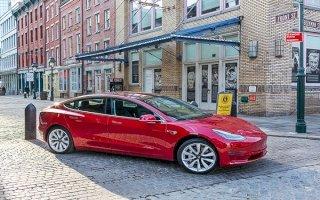 کمپانی Tesla به طور موقت خط تولید مدل 3 را متوقف می کند