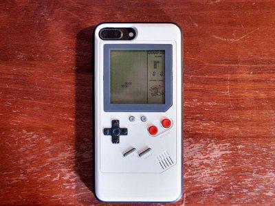 ویژگی های قاب آیفون به سبک کنسول بازی دستی Game Boy