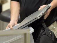 مشخص شدن چرایی قانون منع لب تاپ در هواپیما