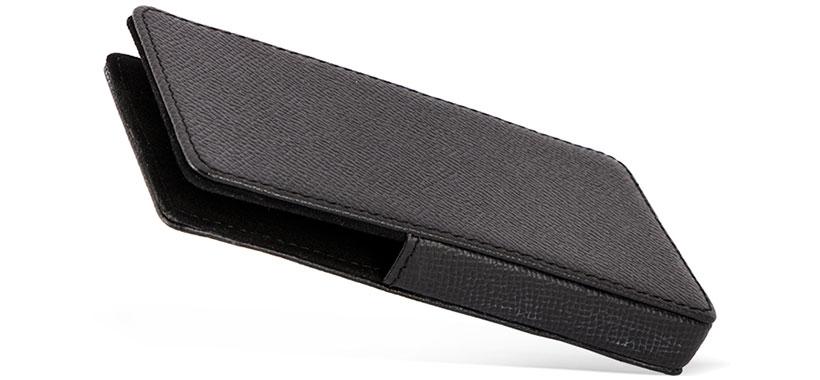 لبه های باز برای سهولت خارج کردن گوشی از کیف