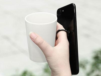 نگه داشتن گوشی با یک دست با استفاده از حلقه نگهدارنده گوشی بیسوس