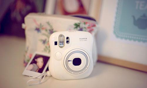دوربین عکاسی فوجی فیلم Instax Mini 25 با قابلیت چاپ سریع تصاویر
