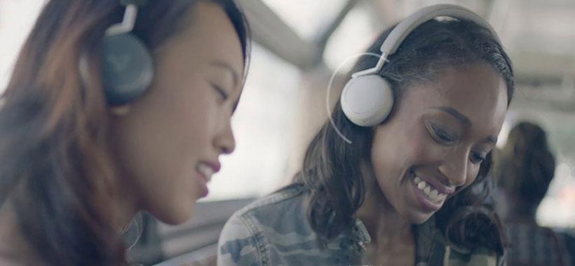 اتصال به هدفون Q Adapt و اشتراک گذاری موسیقی یا فیلم
