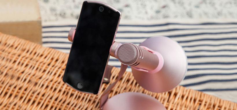 امکان نگهداری از گوشی در استند میکروفون مومکس