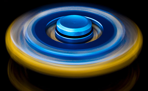 اسپینر فلزی پنج پره ای چرخ دنده ای با بلبرینگ های روان fidget spinner