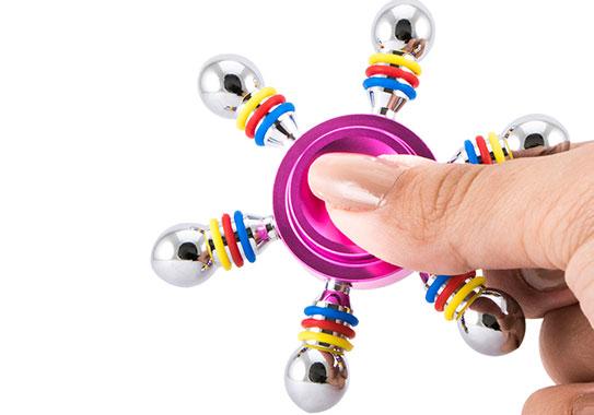 اسپینر فلزی شش پره ای رنگی در ابعاد کوچک