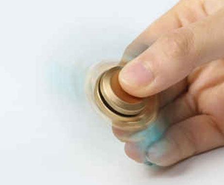 اسپینر فلزی سه پره ای طرح بال با بلبرینگ های روان Spinner Fidget