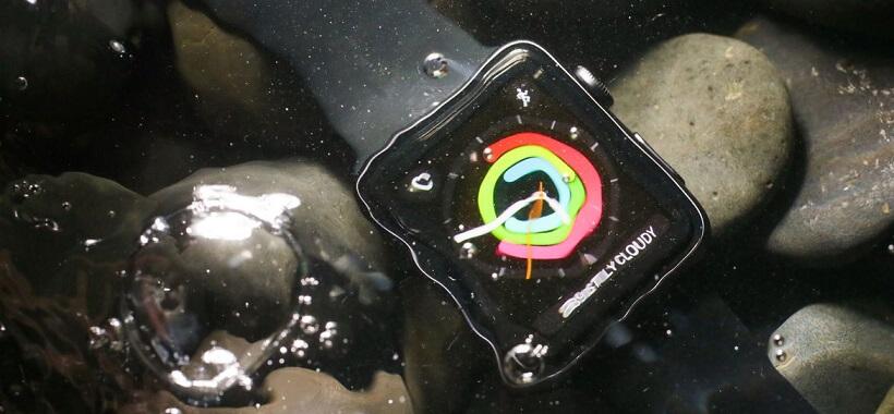 اپل واچ سری 2 در برابر آب تا عمق 50 متری مقاوم می باشد