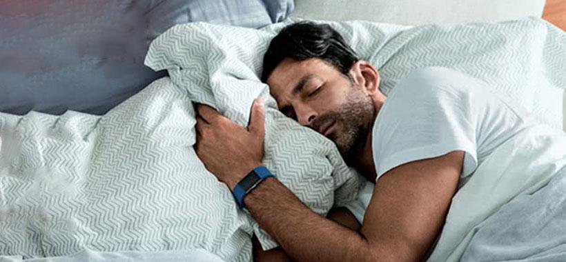 ردیابی خودکار خواب و آلارم ها با بند ورزشی فیت بیت