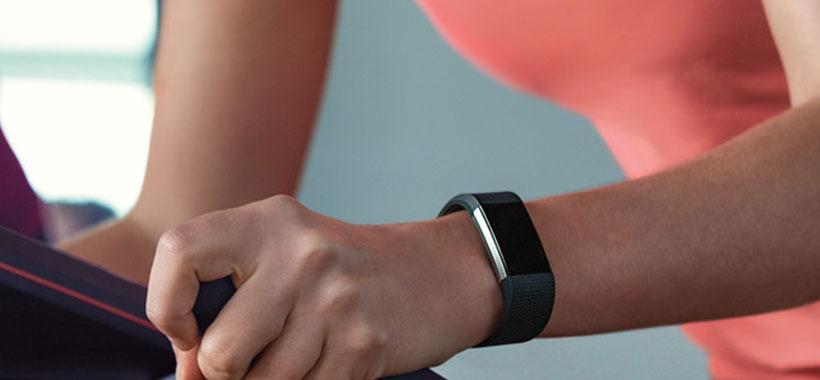 ثبت خودکار داده های ورزشی با دستبند فیت بیت شارژ 2