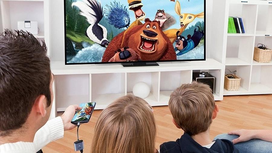 اتصال تلفن همراه به تلویزیون با هاب مبدل تایپ سی به HDMI
